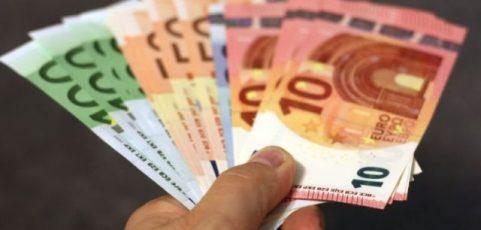 Nebankovní půjčky mohou pomoci i uškodit. Jak se vyhnout škodám?